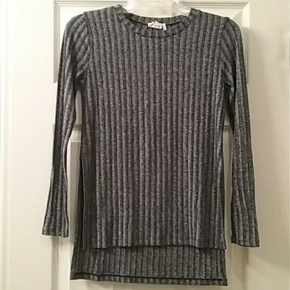 one clothing Sweaters - EUC Navy blue sweater size XS
